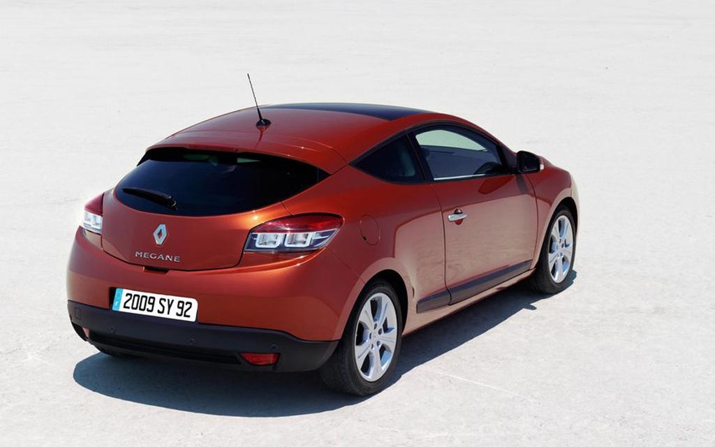 Renault Megane хэтчбек 2008 3дв, вид сзади