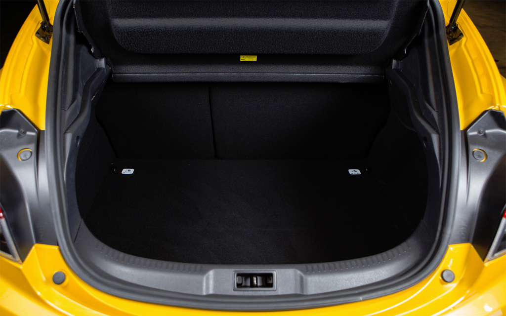 Renault Megane хэтчбек 2012 3дв рестайлинг, багажное отделение