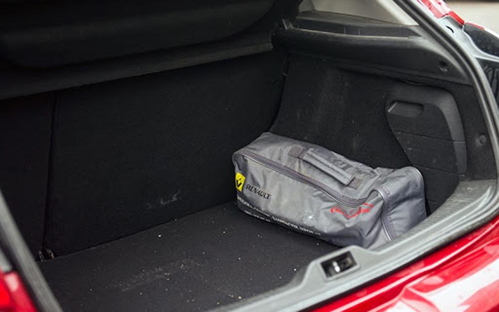 Renault Megane хэтчбек 2012 5дв рестайлинг, багажное отделение