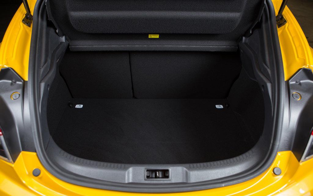 Renault Megane хэтчбек 2014 3дв 2-ой рестайлинг, багажное отделение