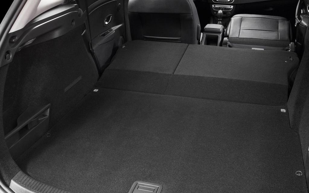 Renault Megane хэтчбек 2014 5дв 2-ой рестайлинг, багажное отделение