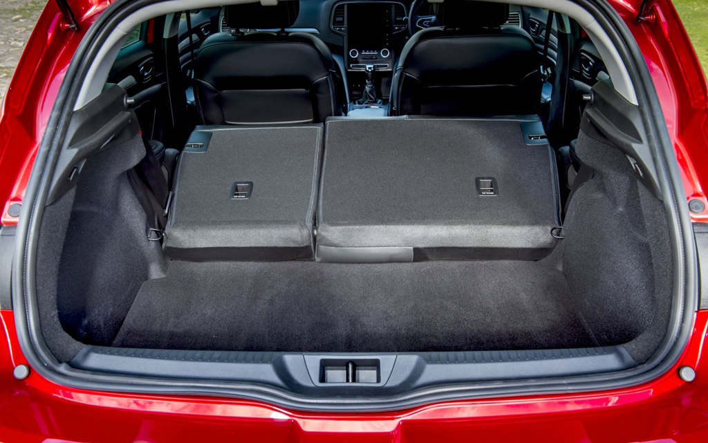 Renault Megane хэтчбек 2015, багажное отделение