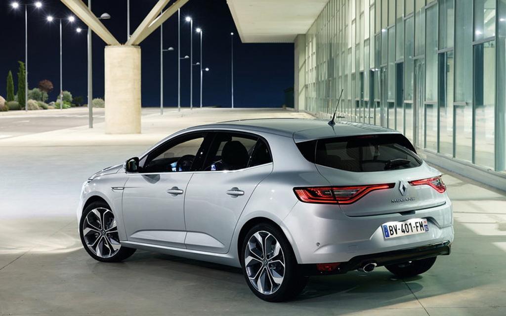 Renault Megane хэтчбек 2015, вид сзади