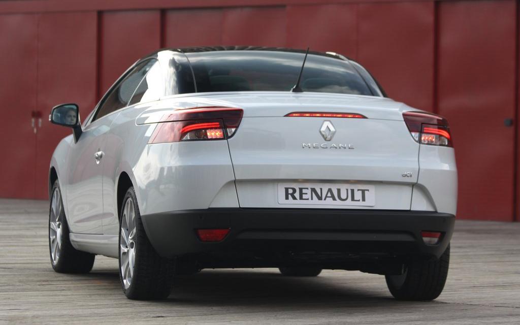 Renault Megane кабриолет 2010, вид сзади