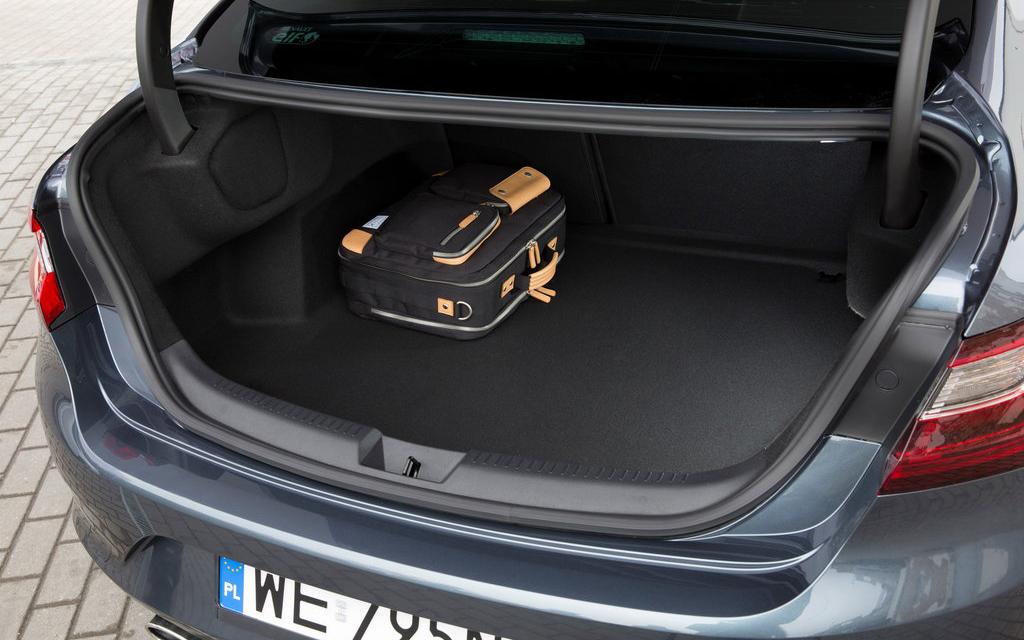 Renault Megane седан 2016, багажное отделение