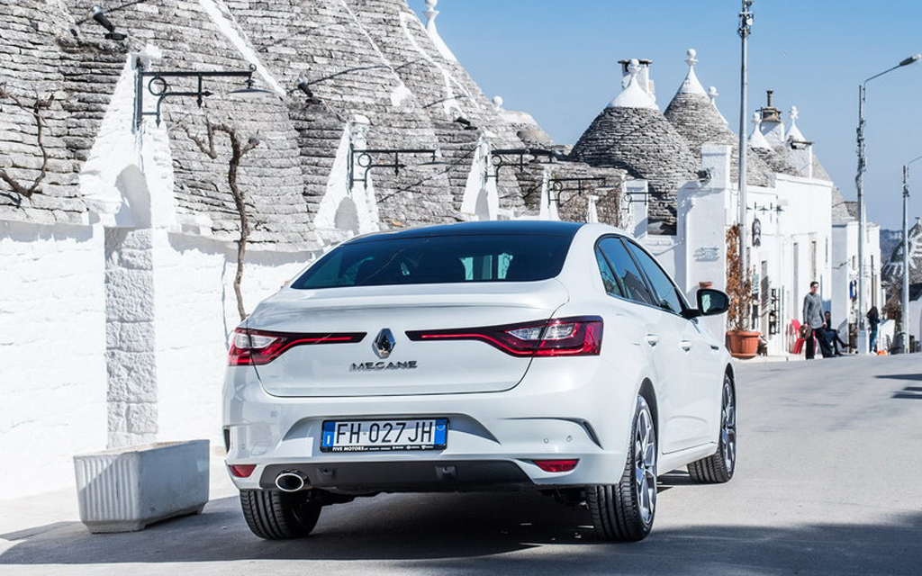 Renault Megane седан 2016, вид сзади