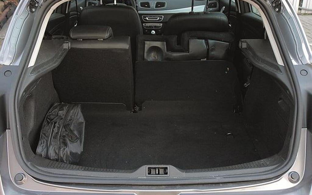 Renault Megane универсал 2012 рестайлинг, багажное отделение