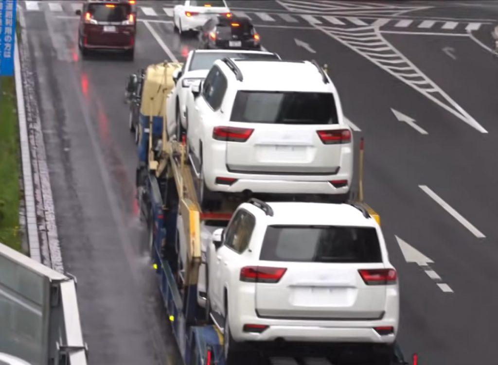 Toyota Land Cruiser 300, вид сзади