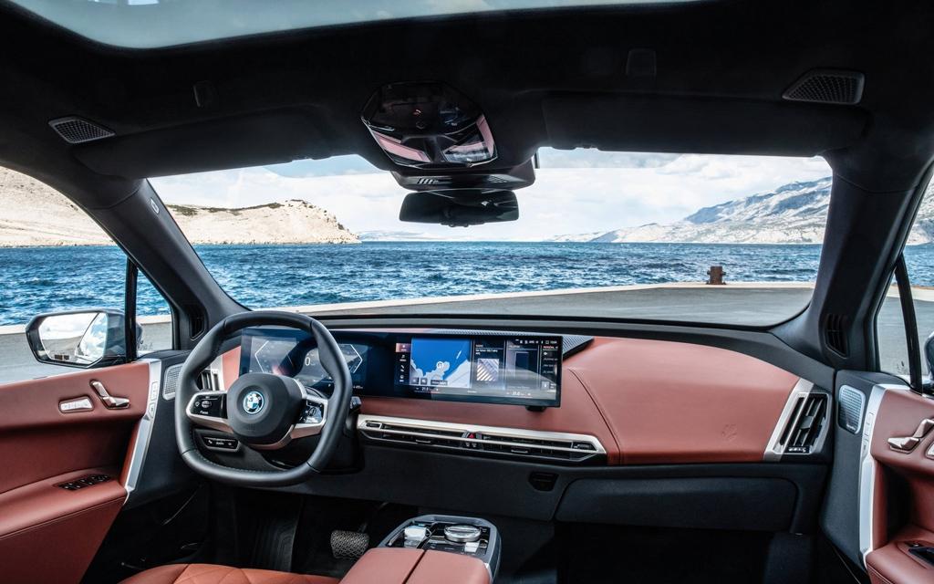 BMW iX 2022, передняя панель