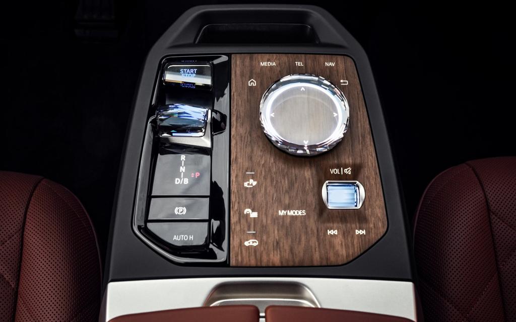 BMW iX 2022, центральный тоннель