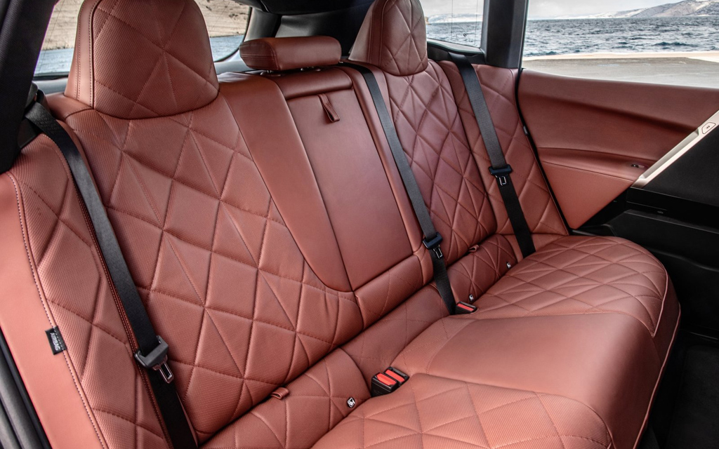 BMW iX 2022, задние сиденья