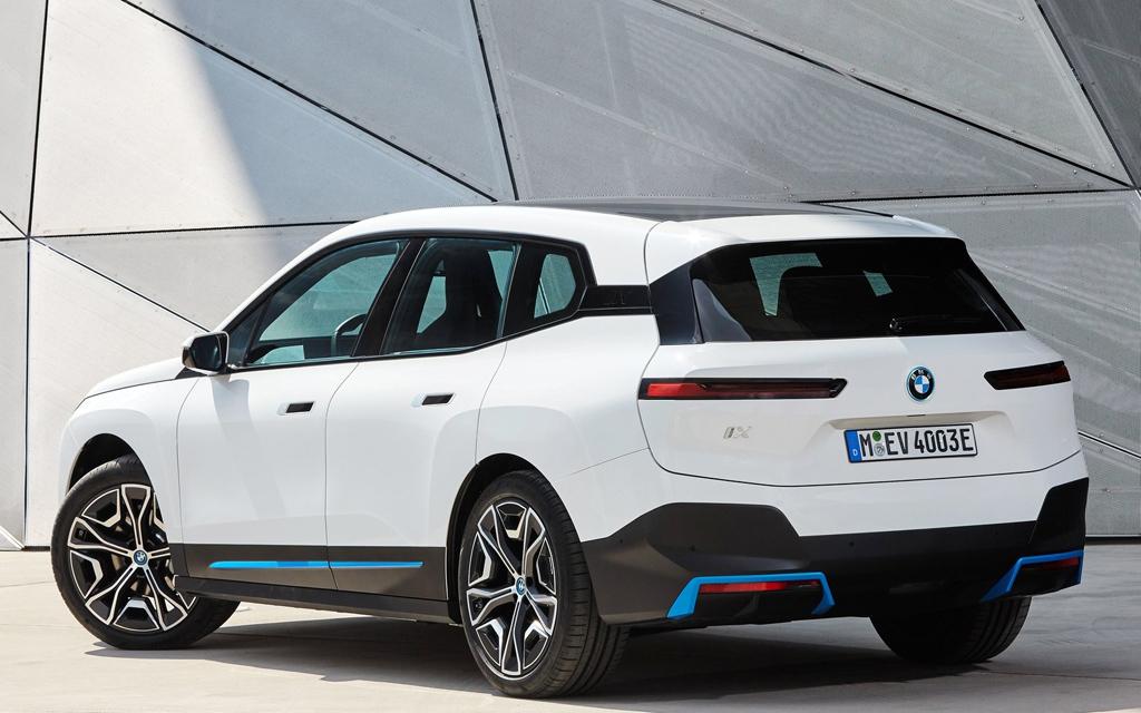 BMW iX 2022, задние стопы