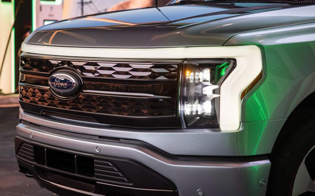 Ford F-150 Lightning 2021, LED ходовые огни