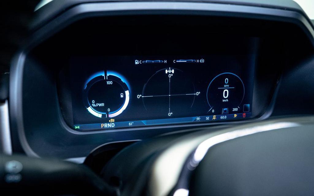 Ford F-150 Lightning 2021, цифровая панель приборов
