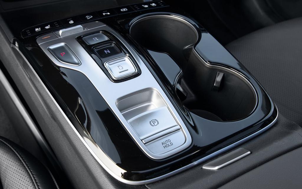 Hyundai Tucson 2021, панель переключения передач