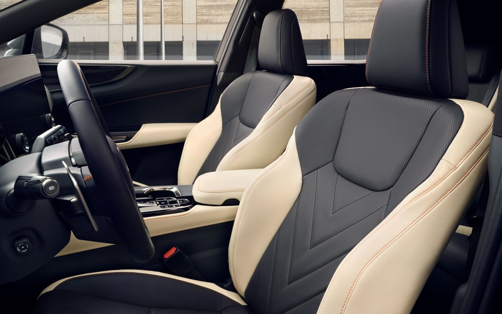 Lexus NX 2022, передние сиденья