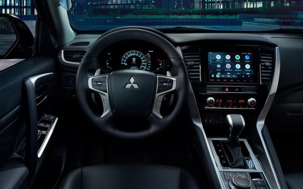 Mitsubishi Pajero Sport 2021, передняя панель