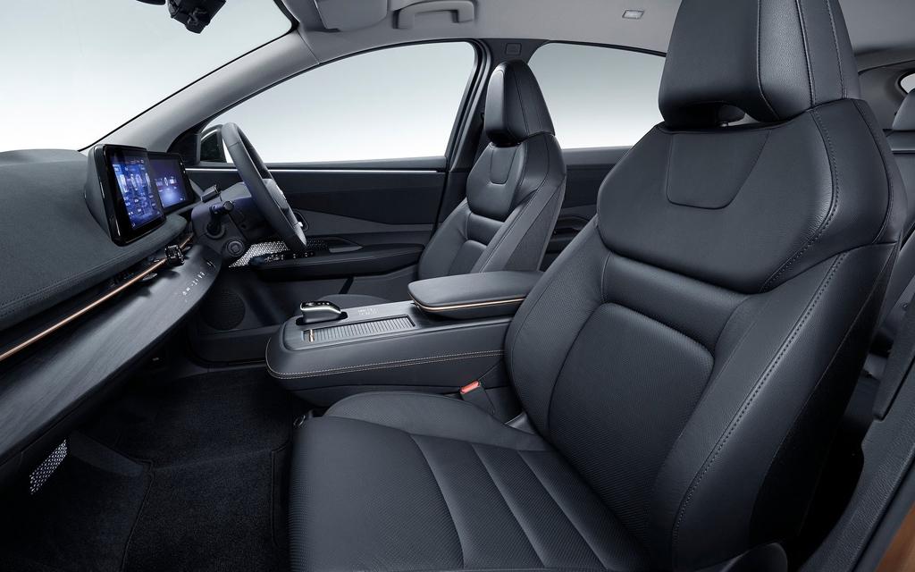 Nissan Ariya 2021, передние сиденья