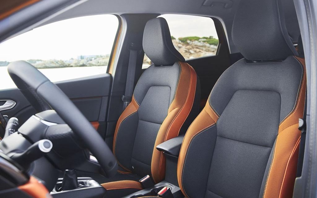 Renault Captur 2021, передние сиденья