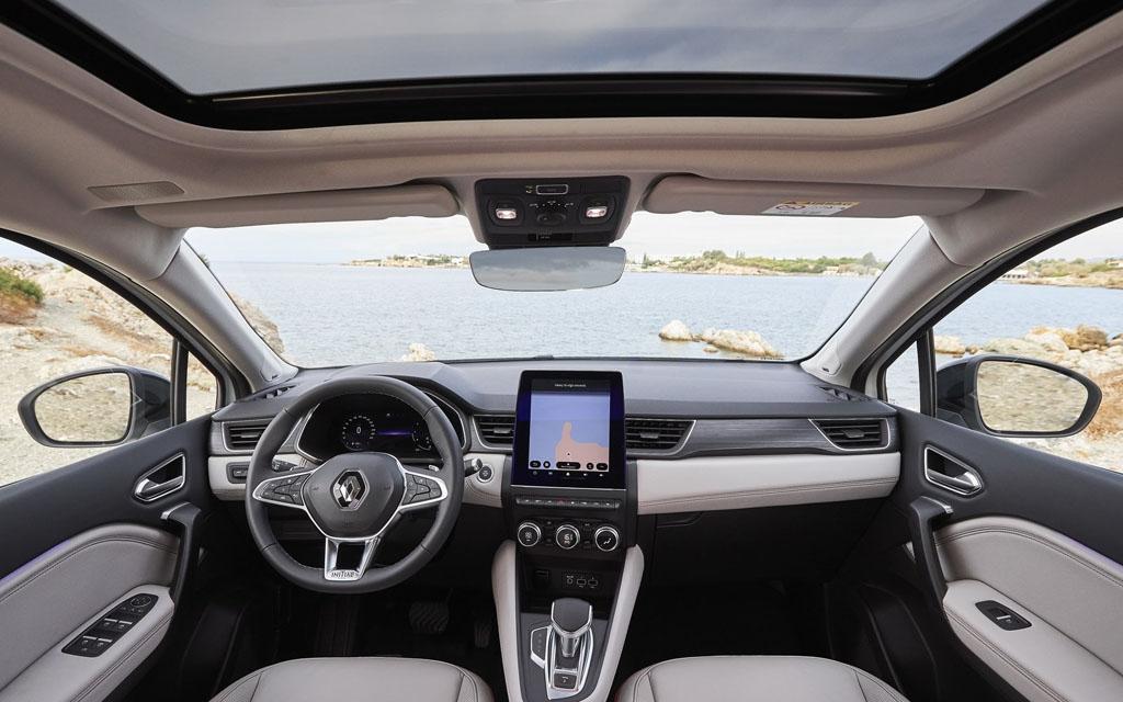 Renault Captur 2021, передняя панель