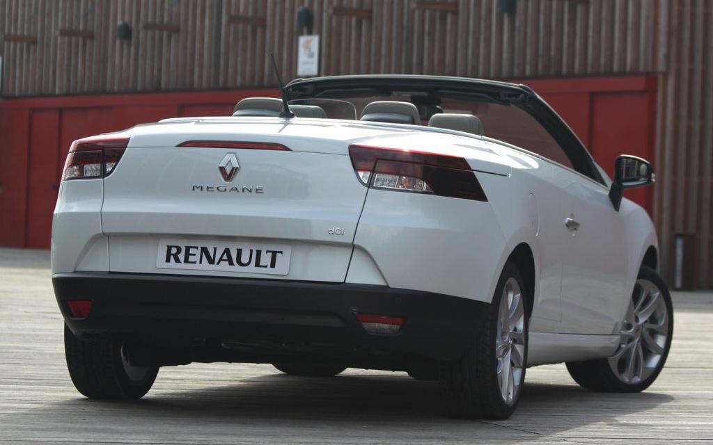 Renault Megane 2010 кабриолет, люк топливного бака