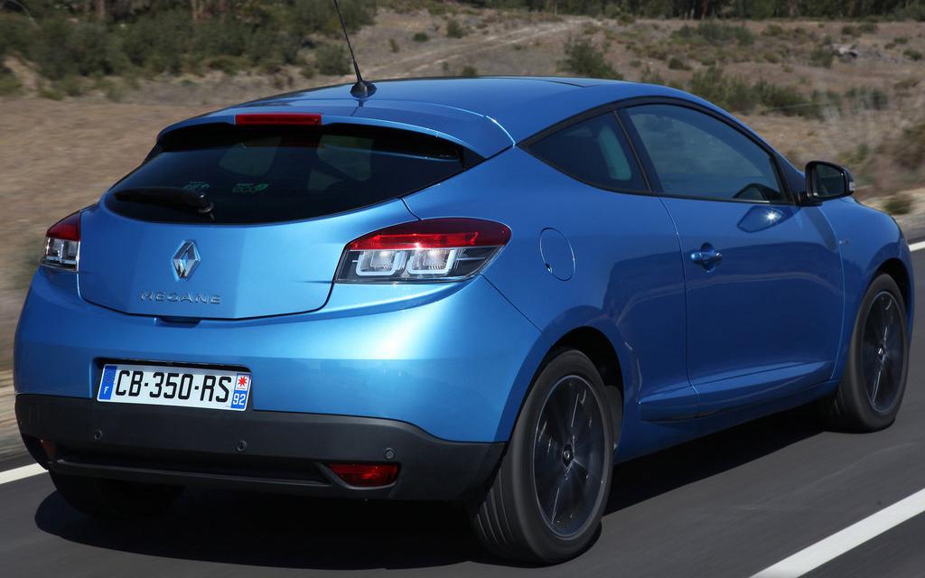 Renault Megane 2012 хэтчбек, рестайлинг 3 дв, люк топливного бака