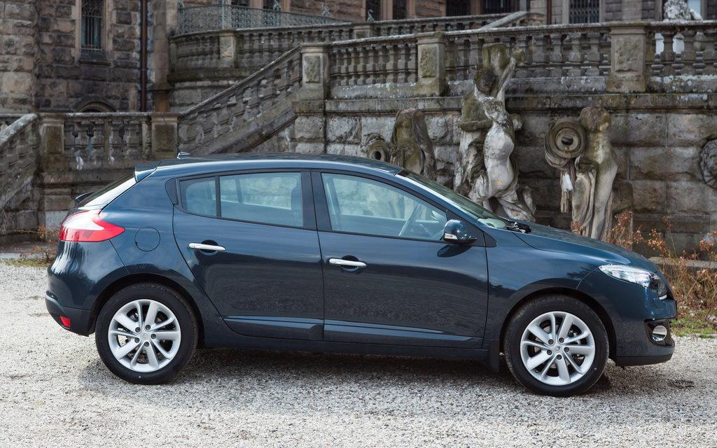 Renault Megane 2012 хэтчбек, рестайлинг 5 дв, люк топливного бака