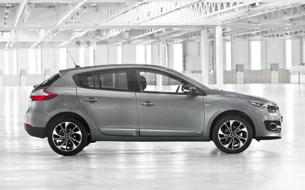 Renault Megane 2014 хэтчбек, 2-ой рестайлинг 5 дв, люк топливного бака