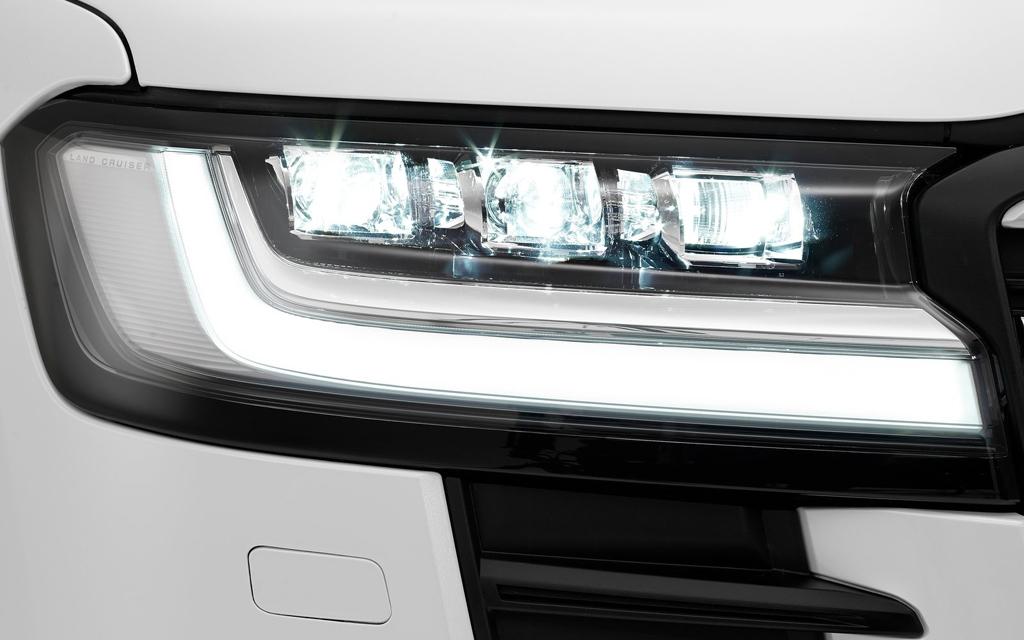 Toyota Land Cruiser 2021, LED дневные ходовые огни