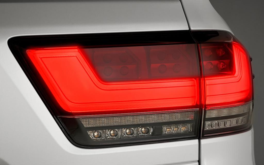 Toyota Land Cruiser 2021, LED задние стопы