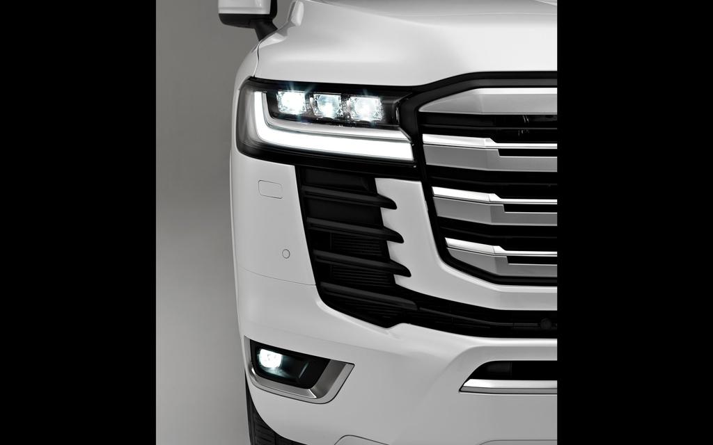 Toyota Land Cruiser 2021, передняя оптика