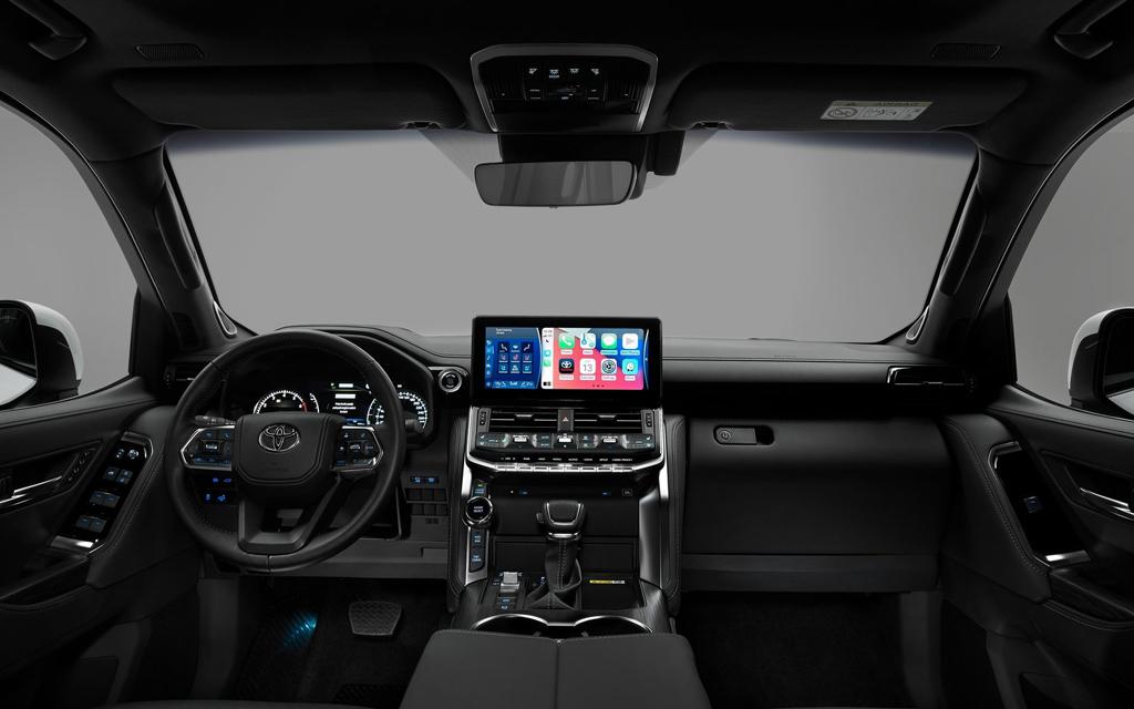 Toyota Land Cruiser 2021, передняя панель