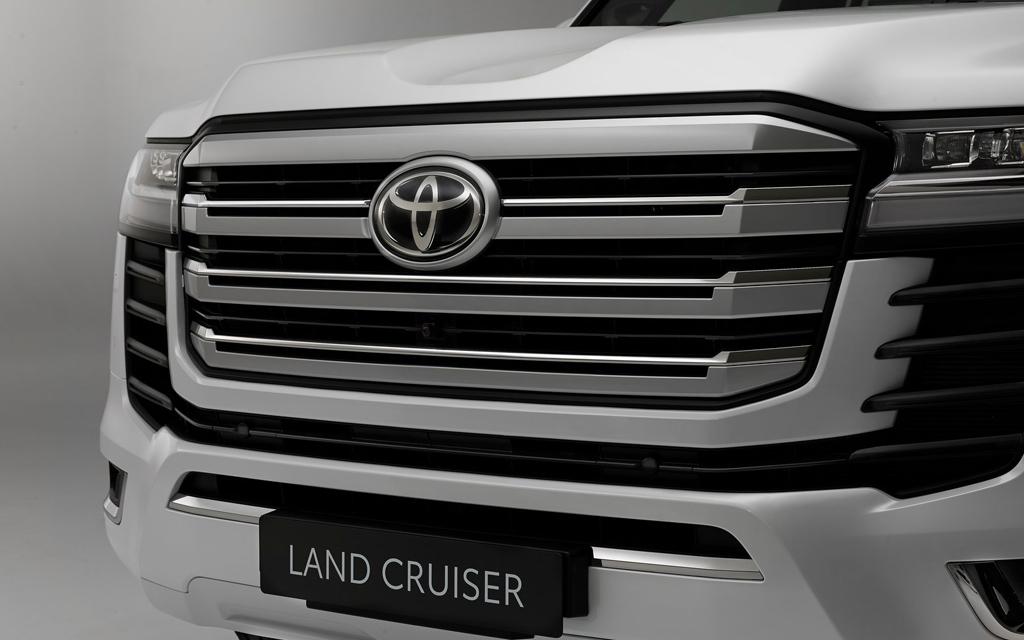 Toyota Land Cruiser 2021, решетка радиатора