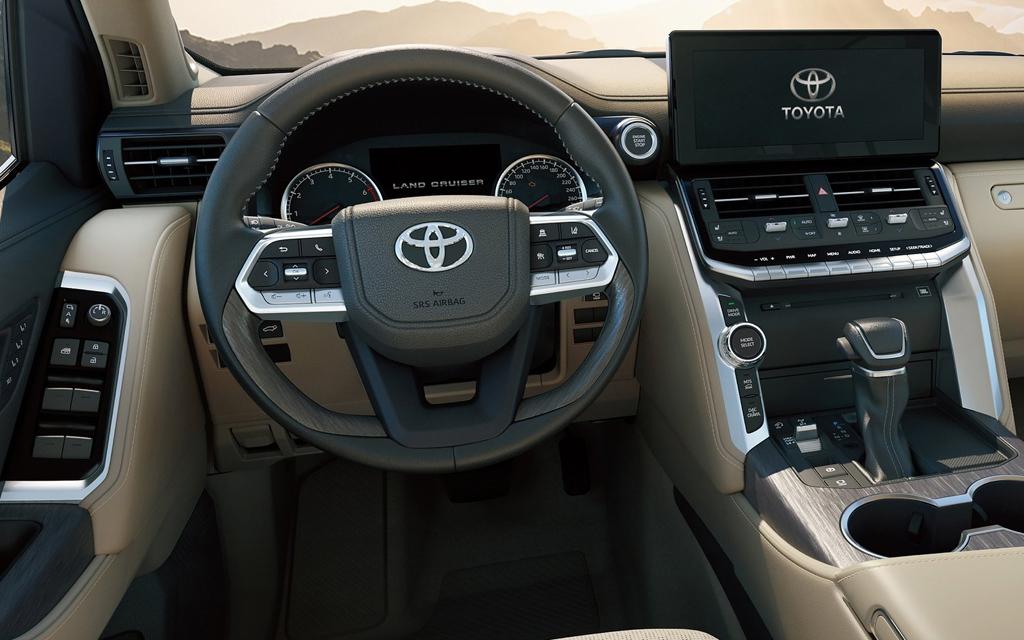 Toyota Land Cruiser 2021, рулевое колесо