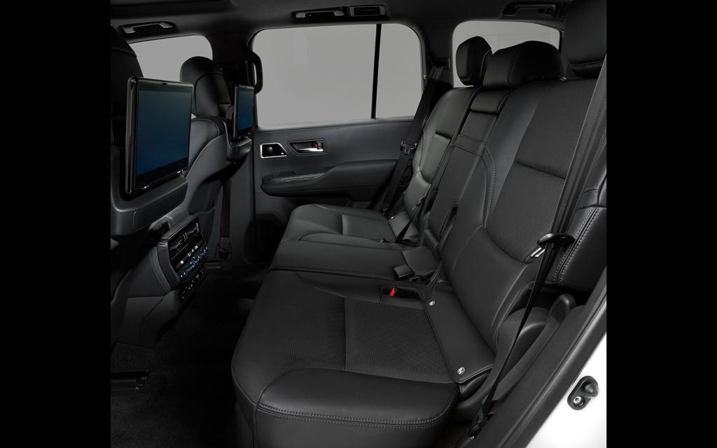 Toyota Land Cruiser 2021, второй ряд сидений