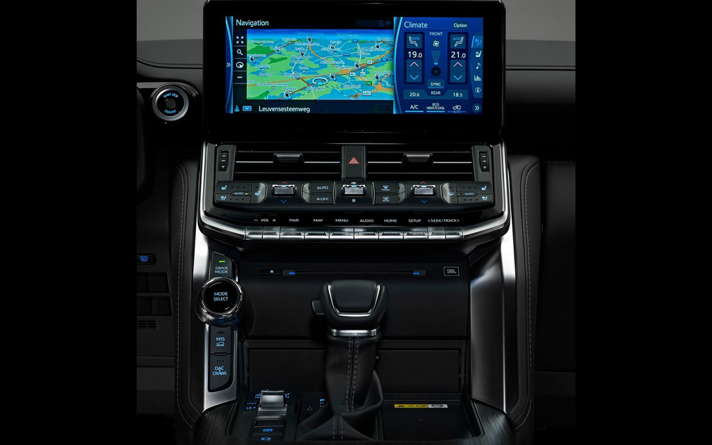 Toyota Land Cruiser 2021, запуск двигателя с кнопки