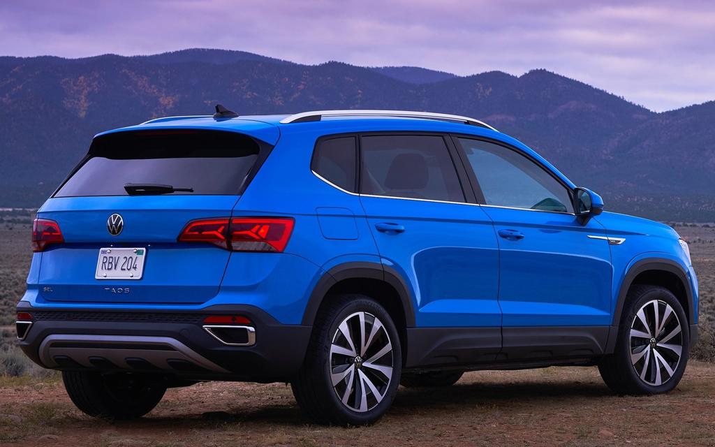 Volkswagen Taos 2022, вид сзади