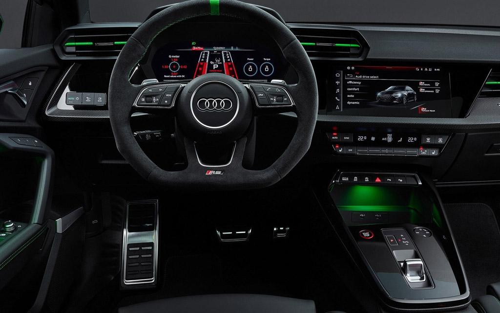 Audi RS3 2022, передняя панель