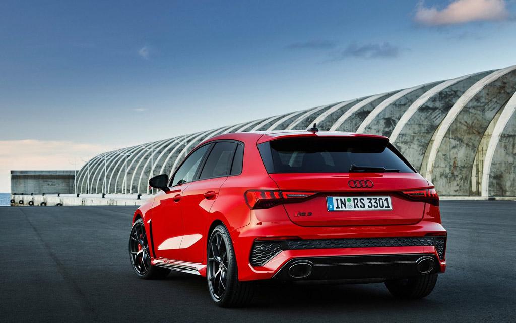 Audi RS3 Sportback 2022, вид сзади