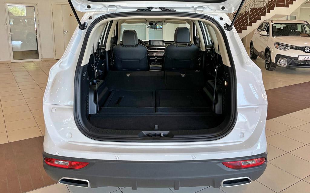 DMF 580 Luxury 2021, багажное отделение