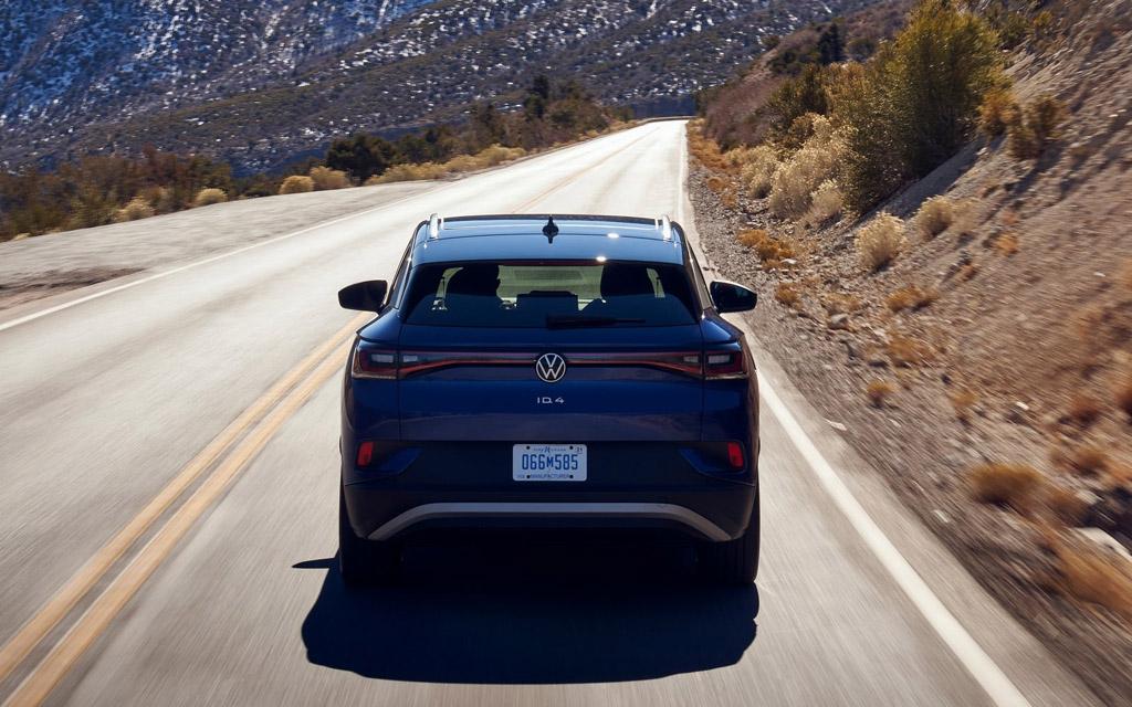 Электрический Volkswagen ID.4 2021, вид сзади