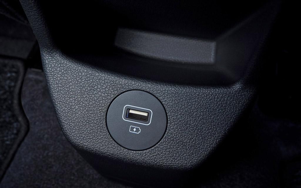 Hyundai Bayon 2022, USB порт для пассажиров 2-го ряда
