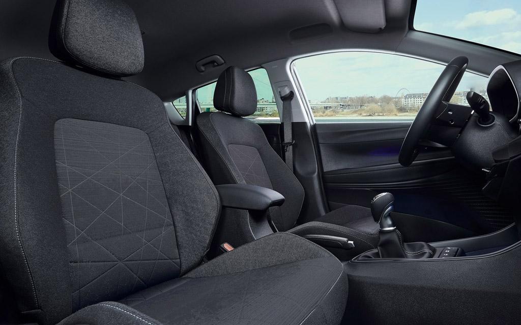 Hyundai Bayon 2022, сиденья первого ряда