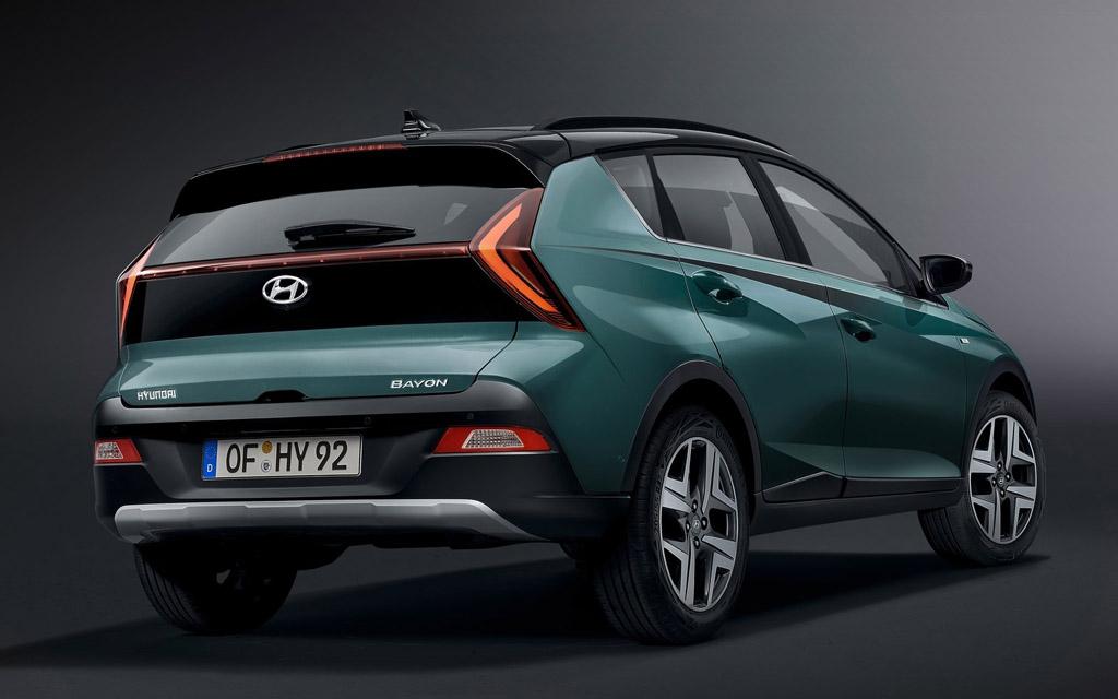 Hyundai Bayon 2022, светодиодные стопы кроссовера