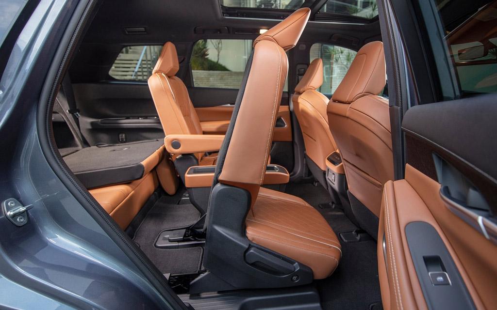 Infiniti QX60 2021, сиденье второго ряда