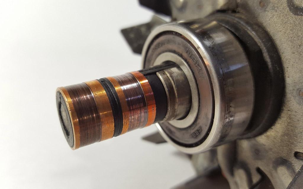 Износ дорожек на валу ротора генератора