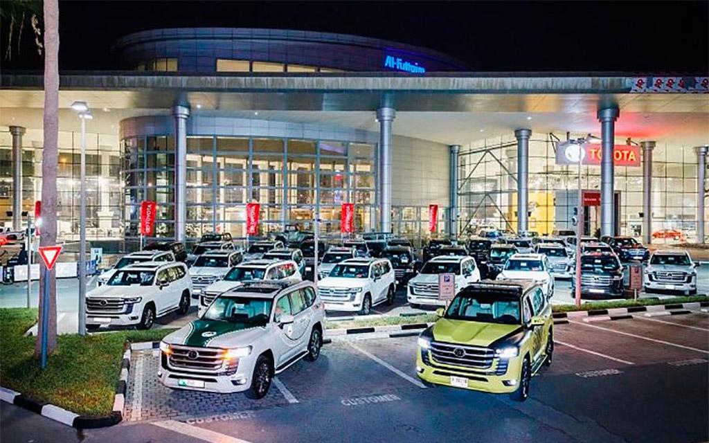 Новые Toyota Land Cruiser 300 в ОАЭ