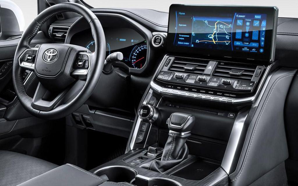 Новый Toyota Land Cruiser 300 2021, передняя панель