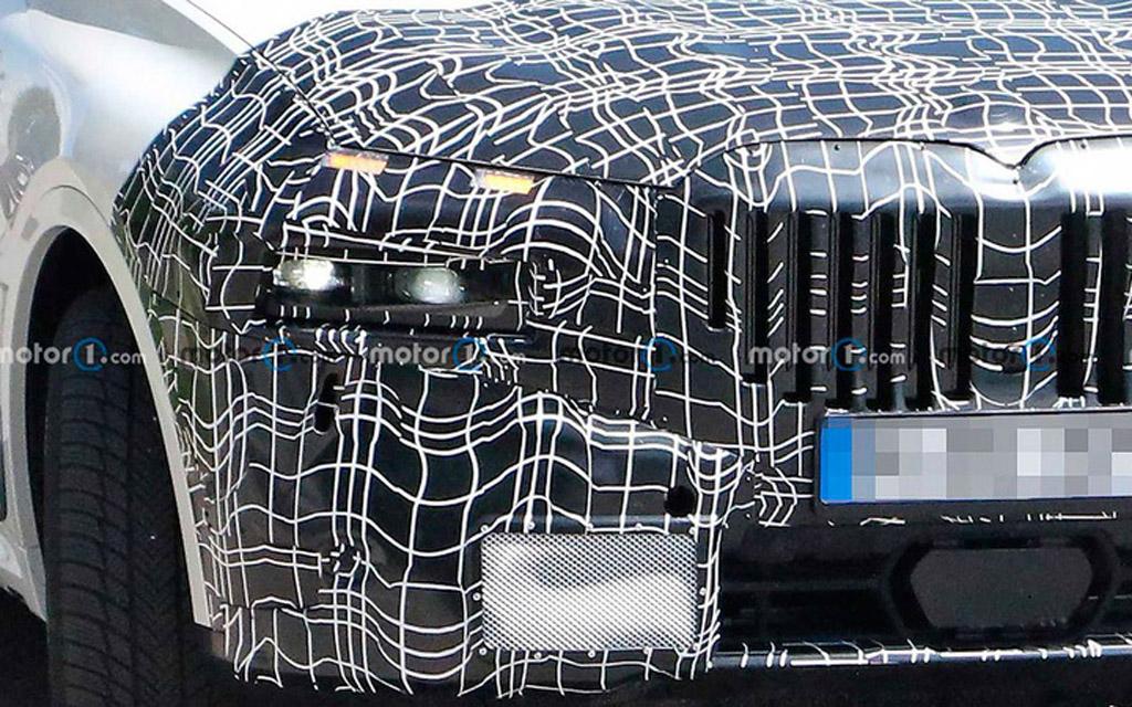 Обновленный BMW X7 2022, раздельная оптика