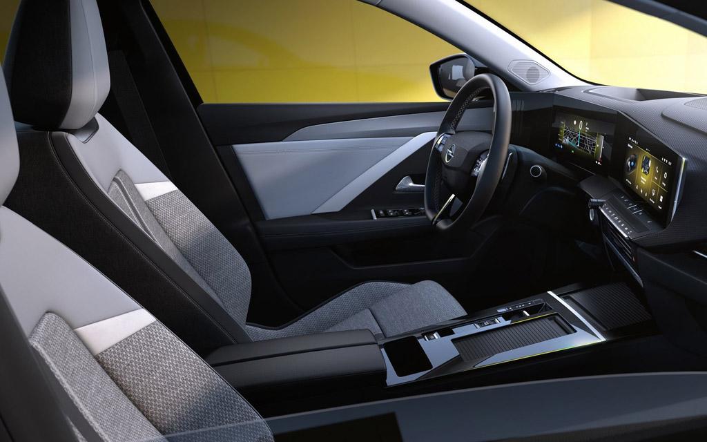 Opel Astra 2022, передние сиденья